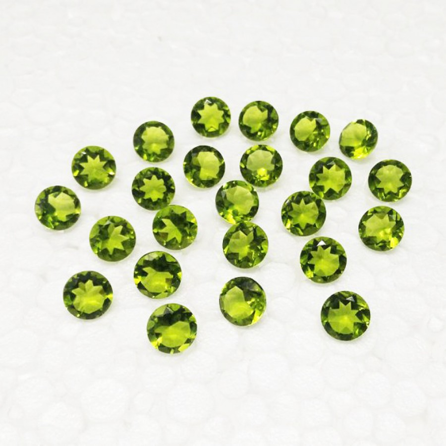 Gorgeous GREEN PERIDOT Gemstone, AAA Quality Faceted Gemstone, Size 4x4 mm Round & 0.26 ct Weight Per Piece, Green Gemstone, Loose Gemstones