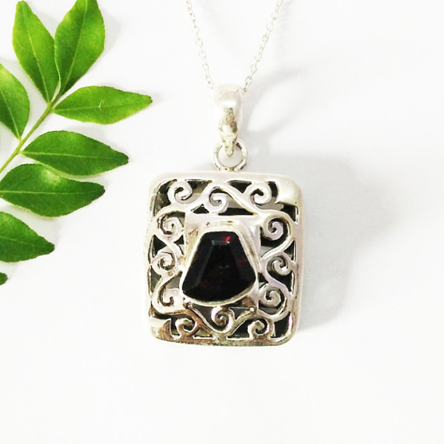 Beautiful NATURAL RED GARNET Gemstone Pendant, Birthstone Pendant, 925 Sterling Silver Pendant, Fashion Handmade Pendant, Free Chain, Gift Pendant